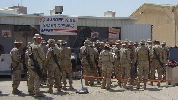 Soldati americani davanti fast food - Sputnik Italia