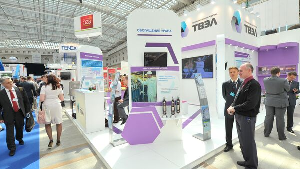 Participants of the 4th International Forum ATOMEXPO at the stand of Fuel Company TVEL set up at the specialized exhibition of nuclear industry and related sectors organizations - Sputnik Italia