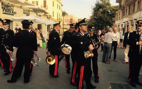 Carabinieri in attesa del concerto - Sputnik Italia
