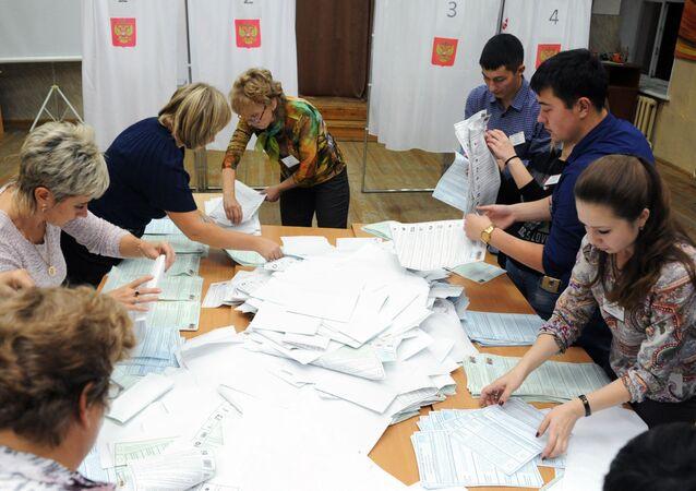 Elezioni Duma, lo spoglio delle schede