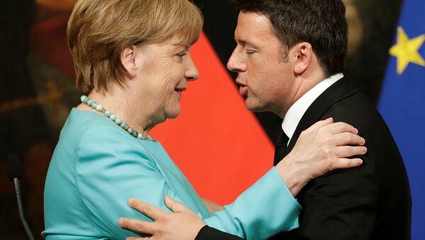 Matteo Renzi e Angela Merkel - Sputnik Italia
