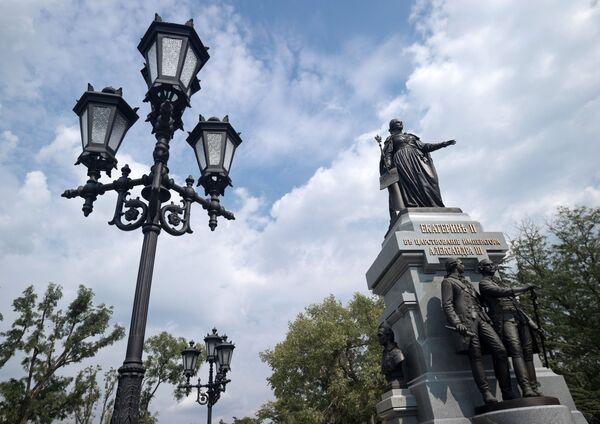 Il monumento alla Caterina la Grande a Sinferopoli. - Sputnik Italia