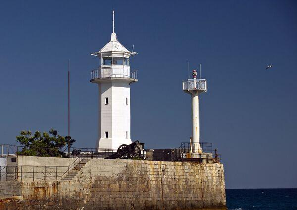 Il faro del porto commerciale a Jalta. - Sputnik Italia