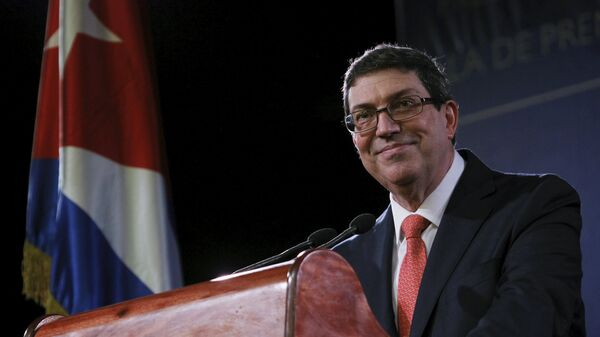 Cuba's Foreign Minister Bruno Rodriguez smiles while addressing the media in Havana - Sputnik Italia