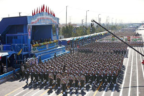 S-300 russi alla parata militare a Teheran. - Sputnik Italia
