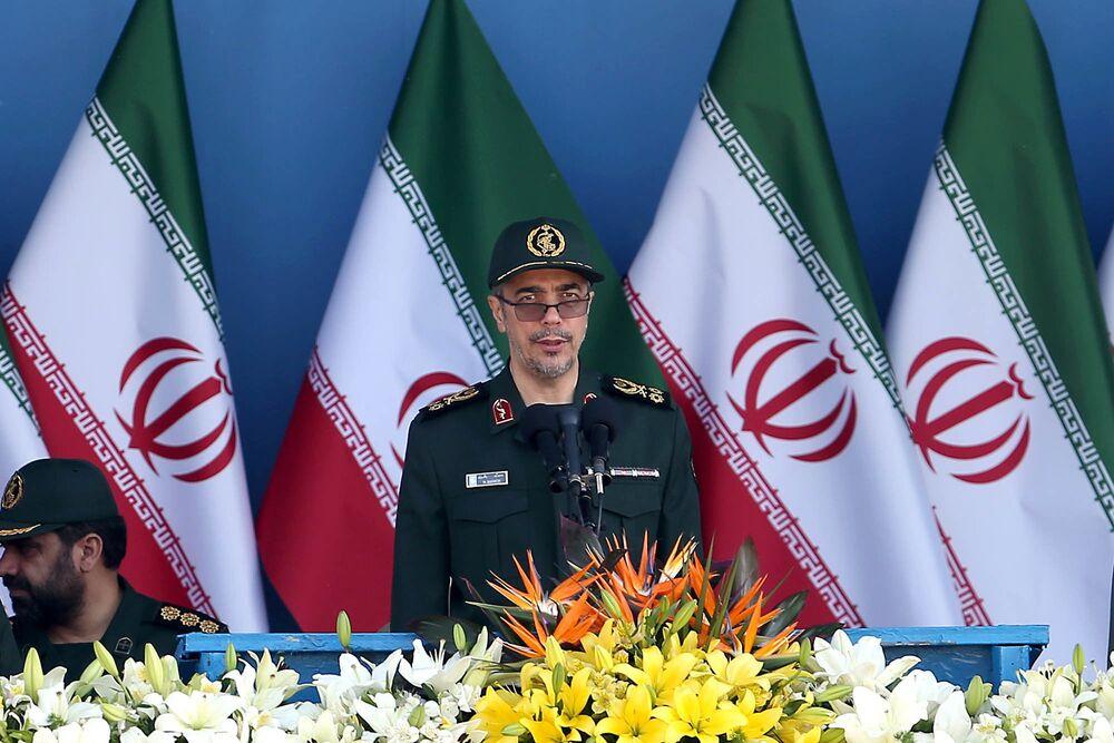 S-300 russi alla parata militare a Teheran.