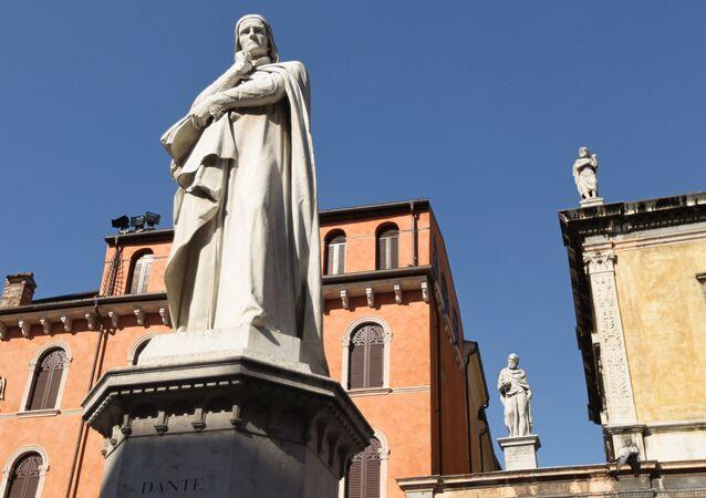 Monumento a Dante in piazza della Signoria a Firenze.