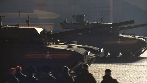 """Il carro armato T-14 """"Armata"""" per la prima volta in pubblico alle prove della Parata della Vittoria - Sputnik Italia"""