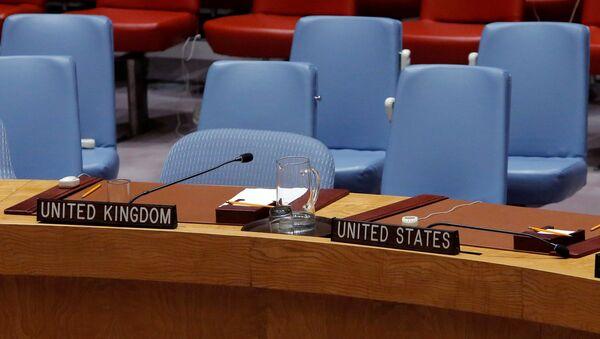 Пустые кресла представителей Великобритании и США во время заседания в  ООН - Sputnik Italia