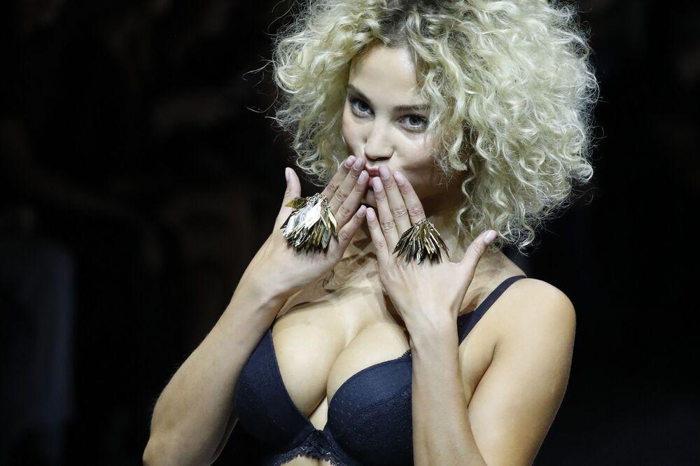 Sfilata di biancheria intima Etam Live Show Lingerie.