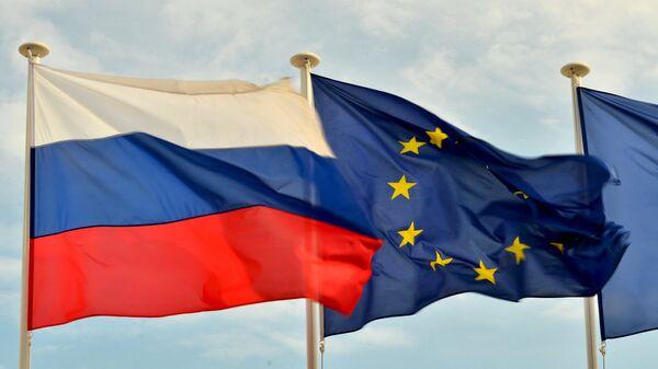 Bandiere della Russia, UE e Francia. - Sputnik Italia