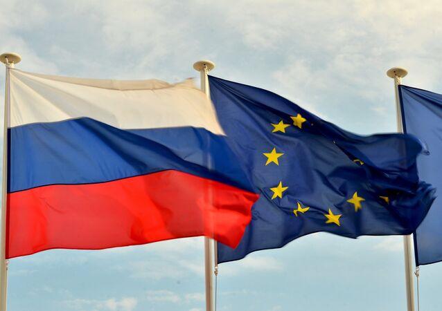 Bandiere della Russia, UE e Francia.