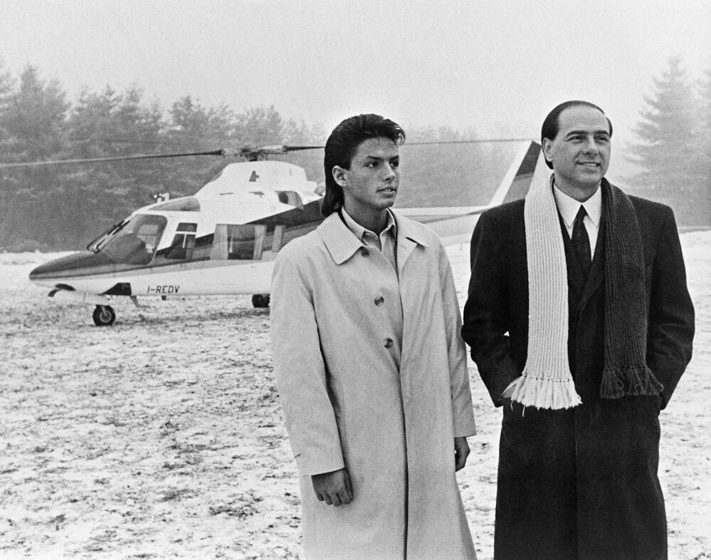 Silvio Berlusconi e suo figlio Pier Silvio a Milano.