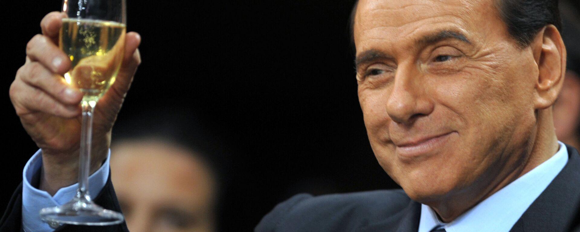 Silvio Berlusconi prima di una partita di calcio Serie A al San Siro Stadium a Milano. - Sputnik Italia, 1920, 29.09.2018