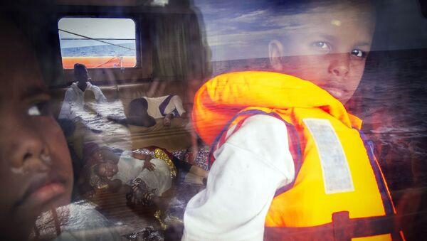 Un bambino Samir salvato nel mare - Sputnik Italia