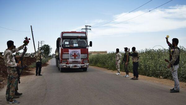 Un auto con aiuti umanitari del Comitato della Croce Rossa (CICR) in Siria. Foto d'archivio. - Sputnik Italia