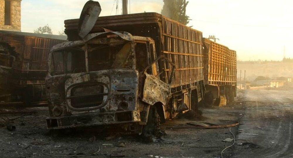 Camion bruciati del convoglio umanitario dell'ONU ad Aleppo