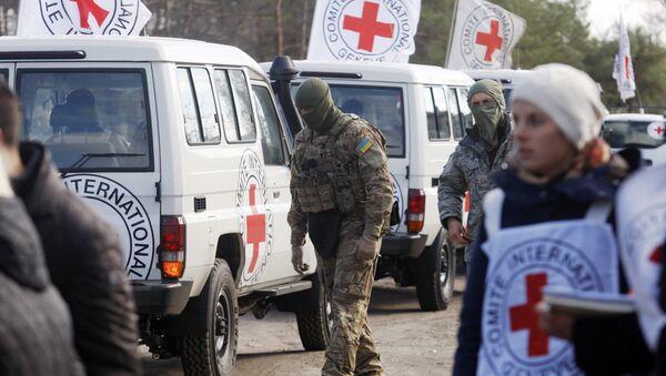 Ispettori della Croce Rossa nella regione di Lugansk, Ucraina - Sputnik Italia