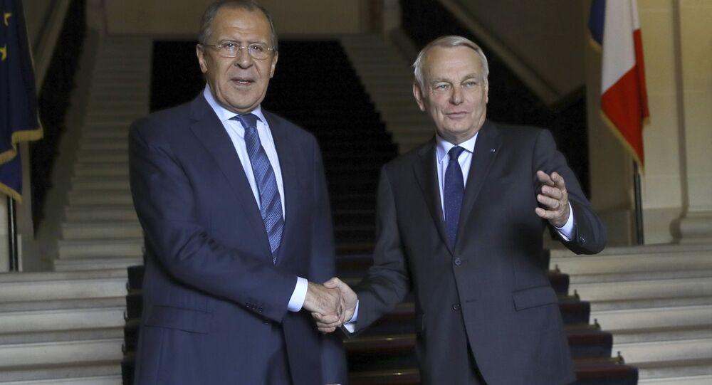 Jean-Marc Ayrault e Sergey Lavrov