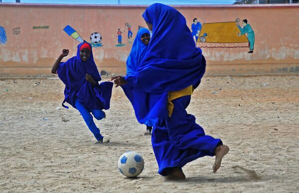 Scolare somale giocano a calcio - Sputnik Italia