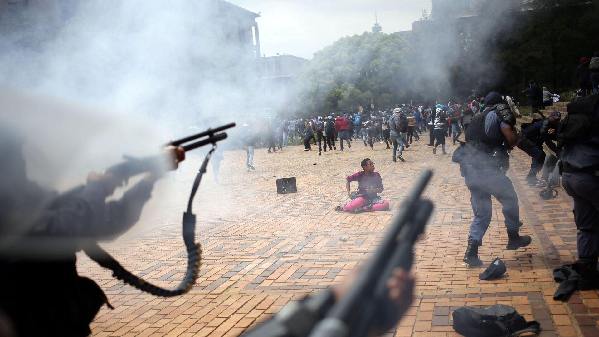 Gli scontri tra gli studenti e la polizia nell'Africa del Sud - Sputnik Italia, 1920, 14.07.2021