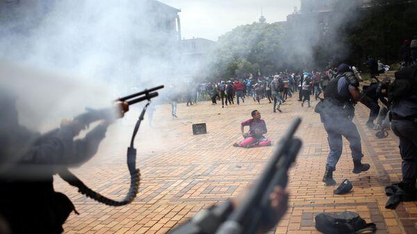 Gli scontri tra gli studenti e la polizia nell'Africa del Sud - Sputnik Italia