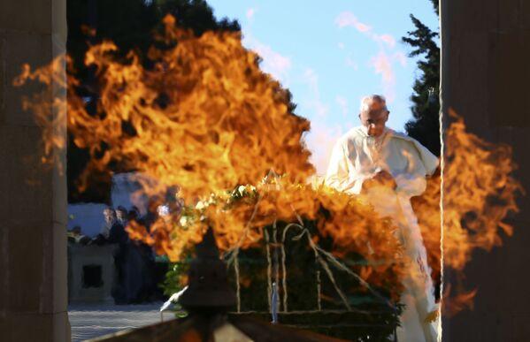 Il Papa Francesto durante la visita a Baku, Azerbaigian - Sputnik Italia