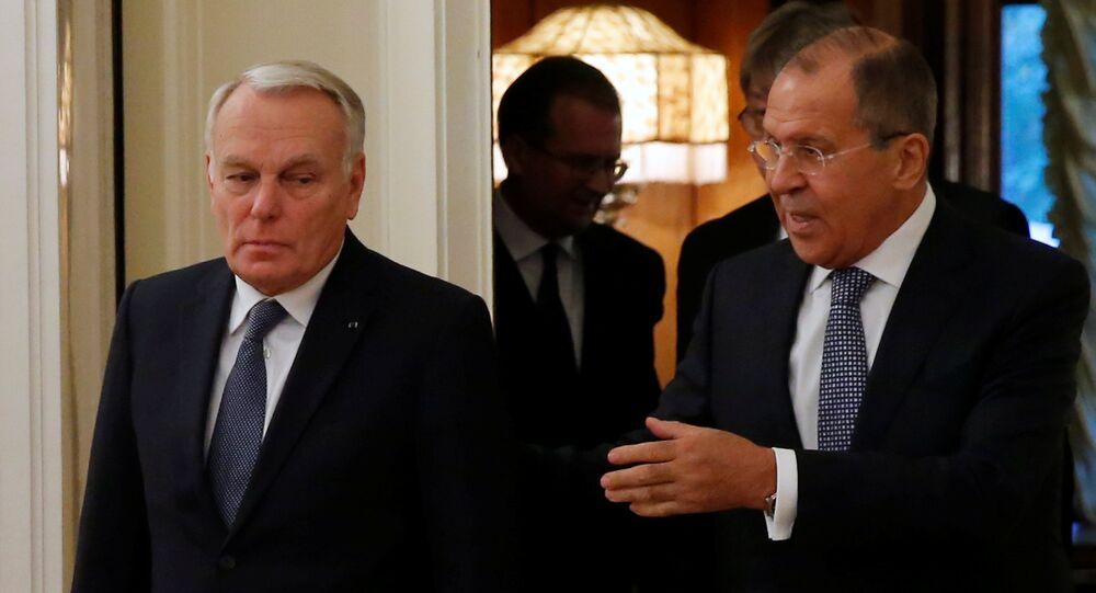 Ministri Jean-Marc Ayrault e Sergey Lavrov durante incontro del 6 ottobre a Mosca
