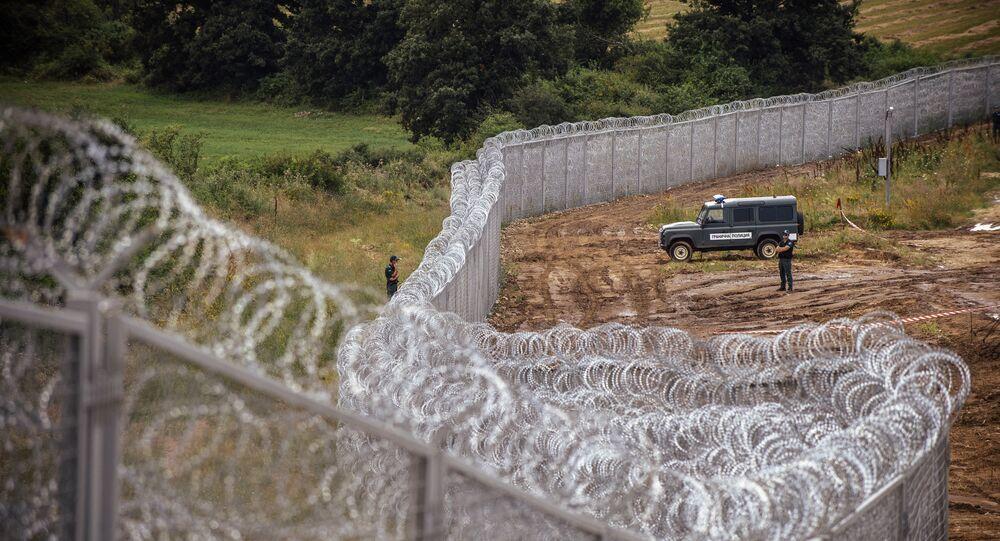 Poliziotto bulgaro al confine con la Turchia