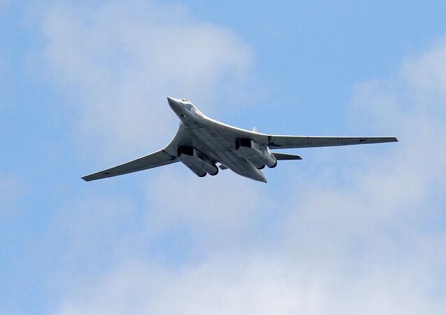 L'aereo portamissili supersonico Tu-160.