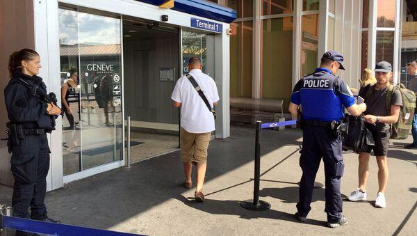 Polizia all'aeroporto di Ginevra - Sputnik Italia