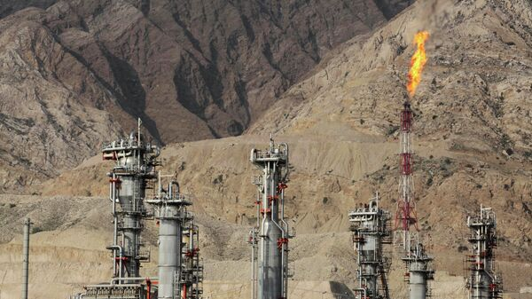 Raffineria di gas in Iran - Sputnik Italia