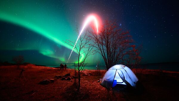 L'aurora sopra il Mar Bianco nelle vicinanze del villaggio di Rabocheostrovsk. - Sputnik Italia