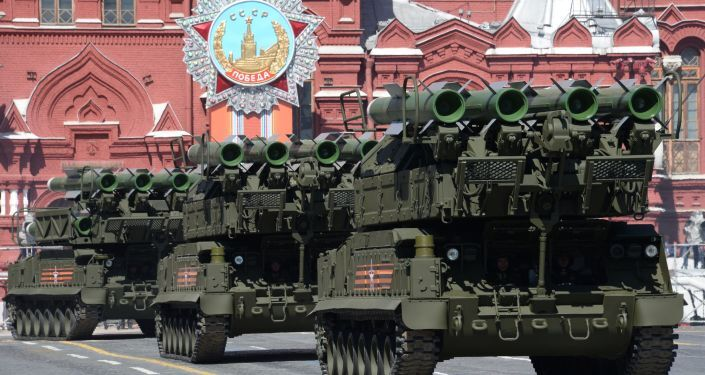 I complessi missilistici BUK-M2 sulla Piazza Rossa.