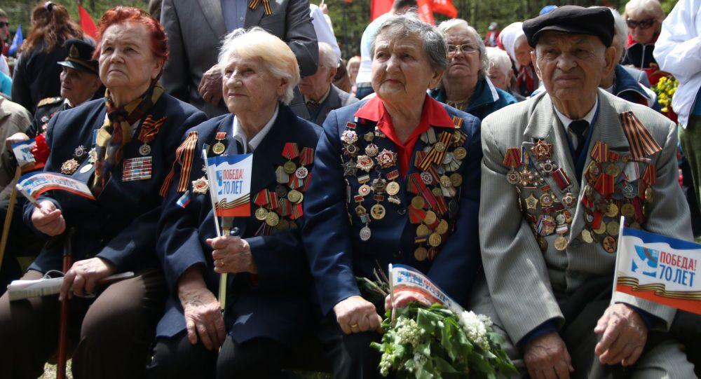 Veterani della Seconda Guerra Mondiale durante le celebrazioni del 9 maggio (foto d'archivio)