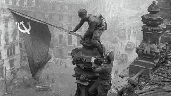 Bandiera dell'Urss sul Reichstag - Berlino, 1° maggio 1945 - Sputnik Italia