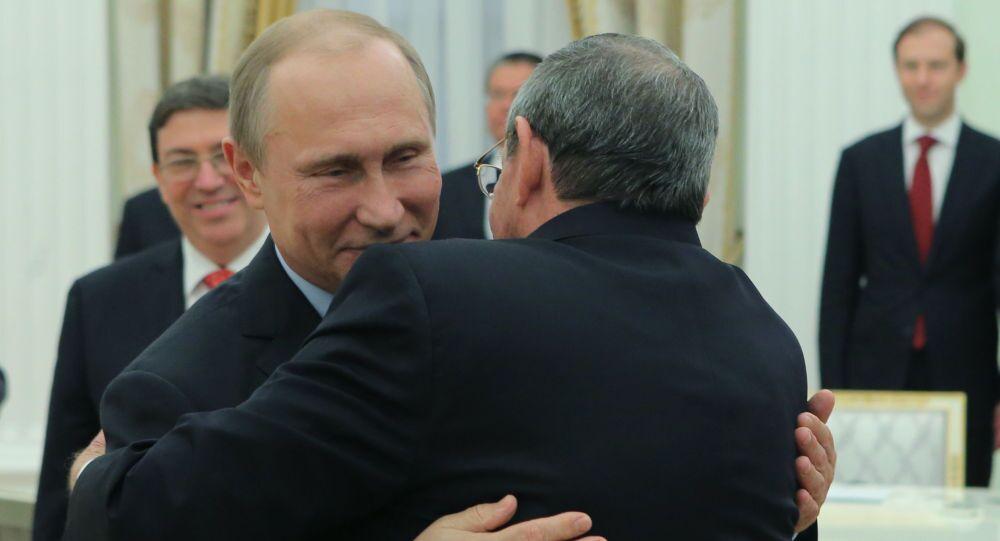 Incontro al Cremlino tra Vladiir Putin e Raul Castro