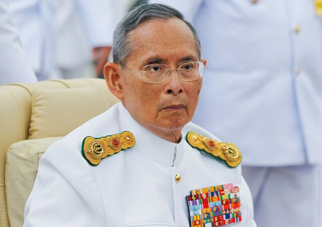 Il re deceduto Bhumibol Adulyadej