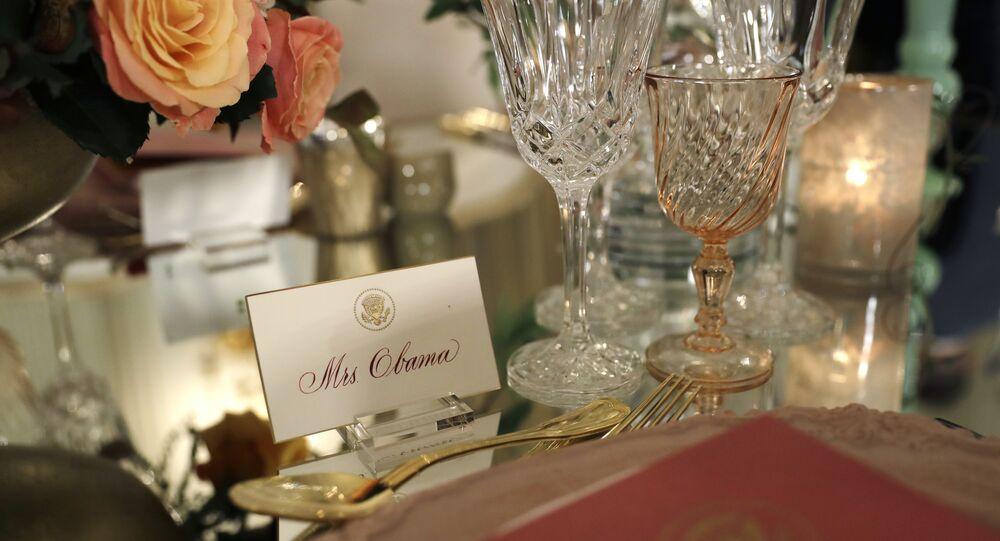 Il segnaposto per Mrs. Obama sulla tavola prima dell'ultima cena ufficiale del presidente Obama alla quale è stato invitato il premier italiano Matteo Renzi con sua moglie Agnese, il 17 ottobre, 2016.