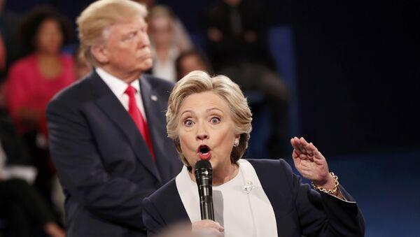 Un momento del faccia a faccia tra Hillary Clinton e Donald Trump - Sputnik Italia