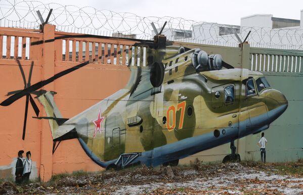 La storia dell'aviazione russa sui muri di Perm - Sputnik Italia