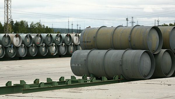 Barrels for depleted uranium hexafluoride, a compound used in the uranium enrichment process - Sputnik Italia