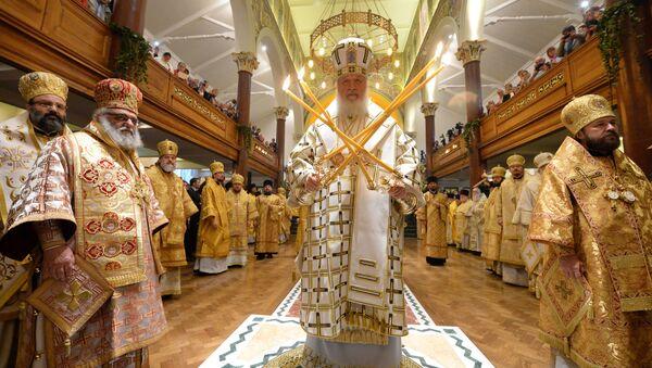 Патриарх Московский и всея Руси Кирилл во время богослужения в крупнейшем русском храме Лондона - Sputnik Italia