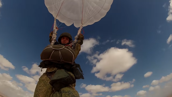 Un paracadutista - Sputnik Italia