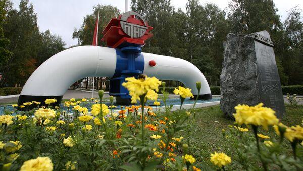 Simbolo dell'oleodotto Amicizia nei pressi della città di Mazyr in Bielorussia - Sputnik Italia