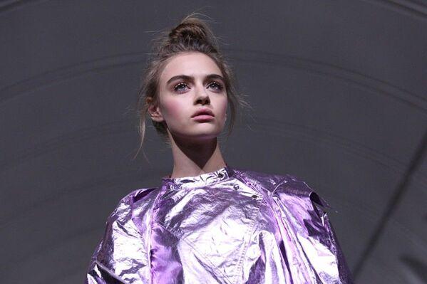 Una sfilata di moda nella metro di Mosca - Sputnik Italia