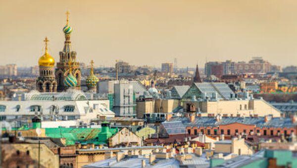 La veduta di San Pietroburgo della chiesa del Salvatore sul Sangue Versato dalla cattedrale di Sant'Isacco - Sputnik Italia