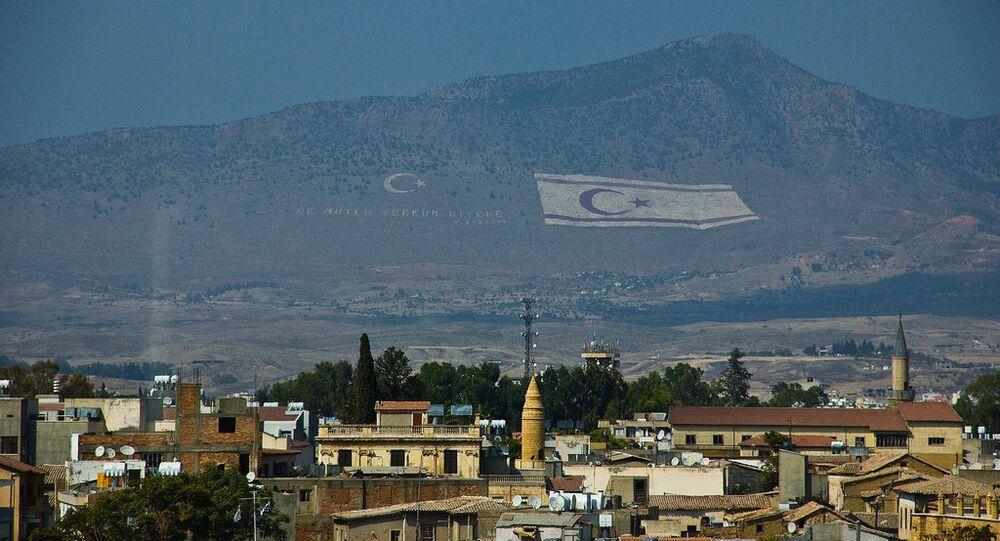 Bandiera della Repubblica Turca autoproclamata di Cipro del Nord