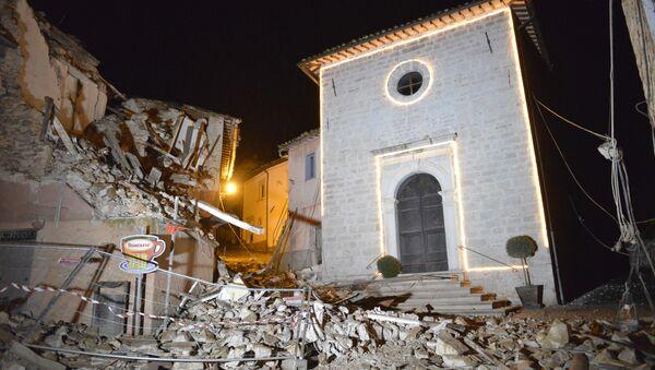 Chiesa distrutta da un terremoto in Italia - Sputnik Italia