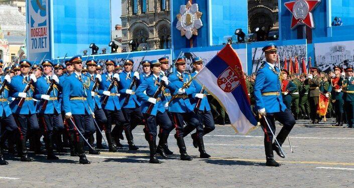 Rappresentanza serba alla Parata della Vittoria.